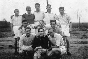 1e elftal Excelcior ca. 1950 - 1960 Links onder Jaap Bonants. Midden boven Gerrit en Vic Kersten