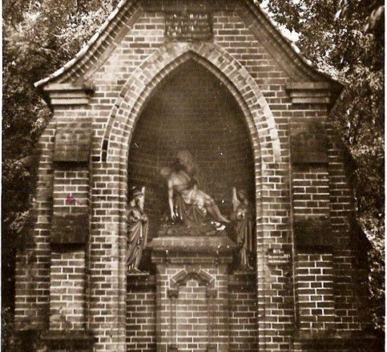 Voormalig monument op de begraafplaats