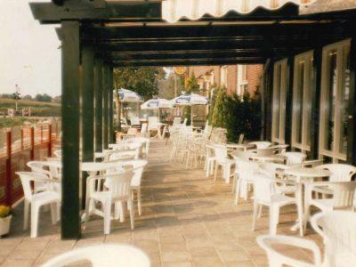 Groot terras voorzijde 1986