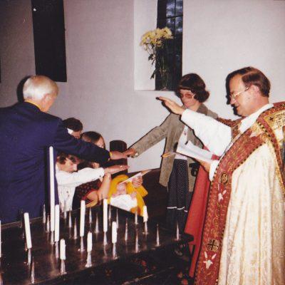 Pater Theodardus tijdens de doopplechtigheid van Ralph Bonants Elbers